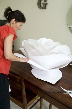 DIY How to make large tissue paper flowers cute for baby shower! Description from pinterest.com. I searched for this on bing.com/images