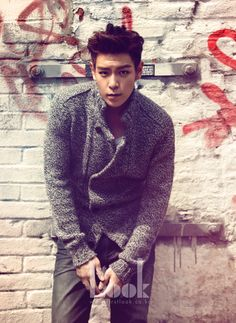 T.O.P. of Big Bang (Choi Seung Hyun) - I am so into his sense of style, voice, rapping skills, and humor. I haven't been this excited about Korean music in quite some time. Him and G-Dragon are amazing Stars Daesung, Top Bigbang, Big Bang Top, Korean Celebrities, Korean Actors, Celebs, Korean Star, Korean Men, 2ne1