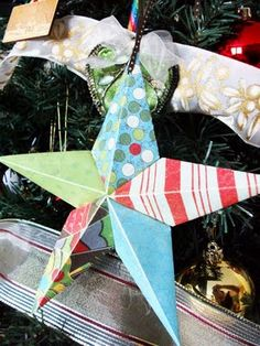 barnstar tutorial how to make paper barn stars All Things Christmas, Christmas Holidays, Christmas Decorations, Christmas Ornaments, Xmas, Christmas Child, Creative Crafts, Fun Crafts, Diy And Crafts