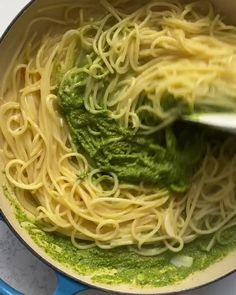 It's the so we're celebrating with our Jake Cohen's ultra green One Pot Creamy Spinach Pasta. Don't have fresh spinach? Use whatever greens you have or frozen spinach! dinner videos One-Pot Creamy Spinach Pasta Spinach Pasta Sauce, Creamy Spinach Sauce, Spinach Noodles, Pesto Spinach, Pesto Pasta Recipes, Spaghetti Recipes, Pasta Sauce Green, Creamy Garlic Pasta, Frozen Spinach Recipes