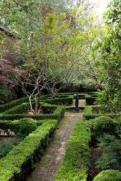 Formal garden in Charleston. lOvE that city!