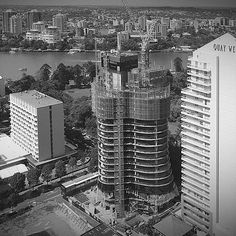 Construction of the luxury Abian residential tower advanced to Level 17 this week and is now a striking feature of the Brisbane CBD skyline. Installation of the glass curtain panels has commenced and upon completion, the internal works to the residences will begin. #sunlandgroup #abian #brisbane #construction #architecture #art #beauty #community #design #botanicgardens