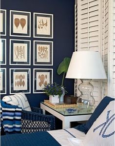 Perfect navy & white color combo for a beach getaway. The dried foliage in the frames provides visual interest.