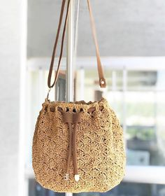 Fotoğraf açıklaması yok. Knit Crochet, Crochet Bags, Handmade Bags, Craft Tutorials, Jute, Bucket Bag, Purses And Bags, Stitch, Knitting