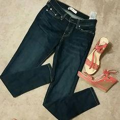 Levi legging jeans, irregular, W28 L30 Supper stretchy. Comfy. Excellent condition. Levi's Jeans Skinny