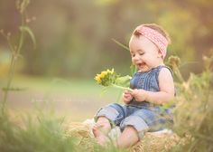 Outdoor Baby Photography, Mother Daughter Photos, Holding Flowers, Newborn Photographer, Little Ones, Photoshoot, Photo Ideas, Sky, Shots Ideas