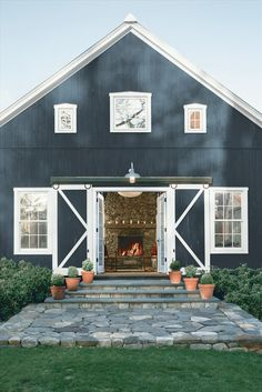 Below are the Black House Exterior Design Ideas For Your Inspiration. This article about Black House Exterior Design Ideas For … Metal Building Homes, Building A House, Building Ideas, Prefab Metal Homes, Prefab Barns, Metal Barn Homes, Building Plans, Building Design, Exterior Colors