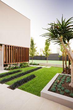 Warm minimalism landscape design in Caulfield, Au   Designhunter - Architecture & Design blog   Photo by Tim Turner