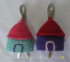Agujas y Pinceles: Llavero casa crochet