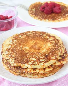 Kvargpannkakor utan vetemjöl Breakfast Snacks, Vegetarian Breakfast, Cake Recipes, Snack Recipes, Dessert Recipes, 400 Calorie Meals, Kolaci I Torte, Pancakes And Waffles, Healthy Treats