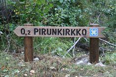Pirunkirkko on Z-kirjaimen mallinen 34 metriä pitkä ja 1–7 metriä korkea rakoluola Kolilla. Outdoor Life, Outdoor Decor, Finland Travel, Some Pictures, Parks, Travel Tips, Survival, Tours, Nature