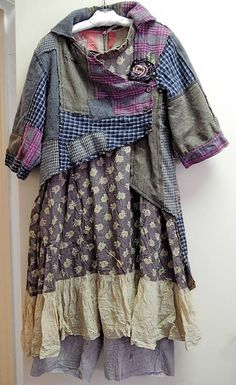 lagen look, mori girl fashion, feminine layers, multi patterns, colors Moda Hippie Chic, Ropa Shabby Chic, Robes Vintage, Mori Girl Fashion, Diy Clothes Videos, Altered Couture, Altering Clothes, Mode Inspiration, Sewing Clothes