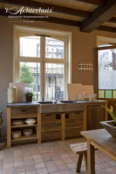 Landelijk keuken en interieur met oude bouwmaterialen afkomstig van 't Achterhuis. Vloeren, Floor, Tegels, tiles, oud, old, antiek, antique, interieur, interior.
