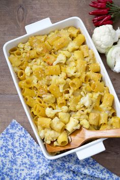 Pasta gratinata con cavolfiore: una vera goduria impreziosita con zafferano, acciughe e pinoli.   Cauilflower pasta au gratin