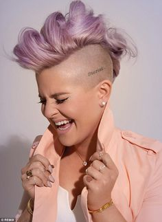 Kelly Osbourne Talks Joan Rivers And Her 'Fashion Police' Exit Kelly Osbourne, Pixie Undercut, Pelo Mohawk, Girl Mohawk, Short Hair Cuts, Short Hair Styles, Shaved Hair Designs, Mohawk Hairstyles, Hairstyle Short