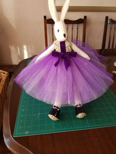 Dianne's bunny shall go to the ball Rag Dolls, Felt Dolls, Fabric Dolls, Baby Crafts, Quilting Ideas, Pet Toys, Sewing Patterns, Rabbit, Projects To Try