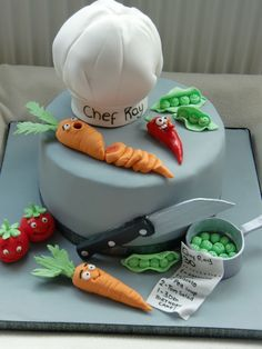 Chef cake - This was for a Chef that travels the world cooking for people. Loved making the little faces :) Fondant Cakes, Cupcake Cakes, Bible Cake, Simple Birthday Decorations, Pav Recipe, Chef Cake, Realistic Cakes, Cake Models, Mom Cake