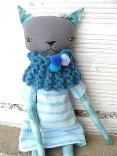 Muñeca gata de lino y algodón con bufanda de lana. 32 cm. Azul de AntonAntonThings en Etsy