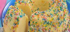 Brigadeirão branco - Veja a Receita: Sprinkles, Cereal, Candy, Breakfast, Food, Pranks, Sweet Recipes, Tailgate Desserts, Activity Toys