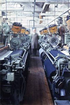 weaving shed | Crank Mill | new automatic Northrop looms: one weaver could weave on 2-4 looms simultaneously | typical union cloth: cotton warps + single-color pre-dyed weft | Station Road, Morley, West Yorkshire, U.K. | 1967