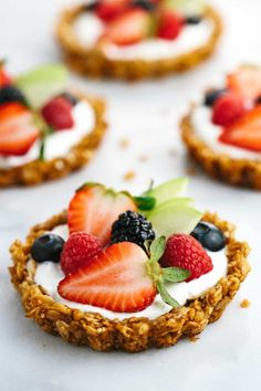 Breakfast Granola Fruit Tart with Yogurt Recipe - customize your favorite fillings and tasty toppings in the crunchy granola crust! | http://jessicagavin.com