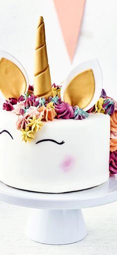 Ob zum Kindergeburtstag, zur Party oder als Geschenk: Diese Einhorn-Motiv-Torte … Whether for a birthday party, party or as a gift: This unicorn motif cake is definitely an eye-catcher! Raspberry Smoothie, Apple Smoothies, Snacks Sains, Salty Cake, Macaron, Savoury Cake, Mini Cakes, Clean Eating Snacks, Marzipan