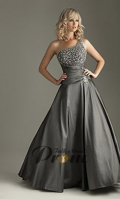 dont usually go for straps on dresses, but this is kinda cool