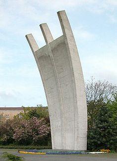 Luftbrückendenkmal I Architekt: Eduard Ludwig I Baujahr: 1906–1960 I Adresse: Platz der Luftbrücke, 10963 Berlin I Infos: Kopien in  Frankfurt am Main und Celle