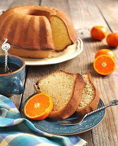 V troubě v bábovkové formě upečená bábovka, až po upečení ochucená pomerančovou šťávou. Afternoon Tea, Yummy Food, Delicious Meals, Orange, French Toast, Bread, Baking, Breakfast, Delicious Food