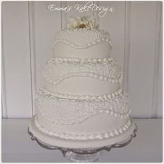 Emmas KakeDesign: Head to the blog for a step-by-step tutorial on how to make this beautiful wedding cake with royal icing pattern. Instagram @emmaskakedesign Diy Step By Step, Fondant Rose, Beautiful Wedding Cakes, Cake Tutorial, Royal Icing, Sweets, Tutorials, Snacks, How To Make