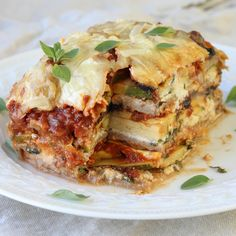 This recipe for Whole-Wheat Vegetable Lasagna will blow your mind! Hearty, filling layers of zucchini, squash, mushrooms, homemade sauce and cheese! Vegetable Lasagna Recipes, Pasta Recipes, Dinner Recipes, Vegetable Dishes, Vegetarian Meatballs, Cut Recipe, Baked Chicken Wings, Roast Chicken, Zucchini Squash