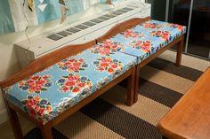 Zelf kussens van tafelzeil maken voor bankjes in de tuin