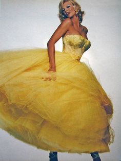 80s-90s-supermodels:    Vogue Italia, January 1995Model: Linda Evangelista  ( Source: Imc Magazine )