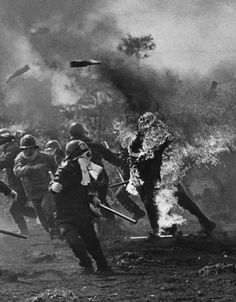 World Press Photo Winner 1978 Tokyo demonstrator is engulfed in flames A Separate Peace, Molotov Cocktail, World Press Photo, Rage, Photography Awards, Vietnam War, International Airport, World History, Historical Photos