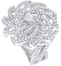White gold ring, 1 Louis Vuitton cut diamond (1 kt), 393 diamonds (kt)