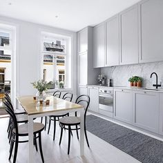 """""""This is also from the apartment that now is for sale via ✨ Love the marble together with the grey kitchen cabinets! Interior Design Videos, Grey Interior Design, Interior Design Living Room, Design Interiors, New Kitchen, Kitchen Dining, Kitchen Decor, Kitchen Cabinets, Ikea"""