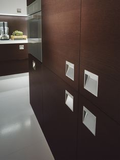 The metal handle is totally inset in the doors of the various units
