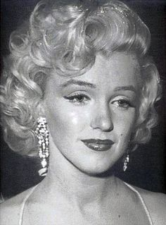 Marilyn at Photoplay awards by Phil Stern phil Stern, photoplay, marilyn, award, glamorous, glamor,