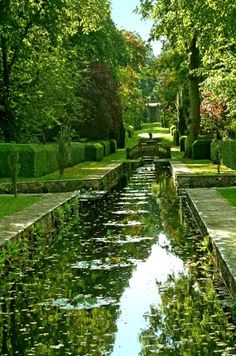 The Peto Water Garden at Buscot Park in Oxfordshire, England (by Anguskirk on Flickr)
