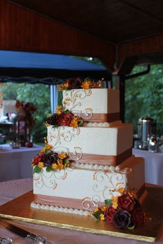 Fall Wedding Cake - this would be a pretty top layer with matching cupcakes for the guests