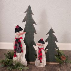 Rustic Evergreen Trees and Rustic Snowmen Primitive Christmas Decorating, Porch Decorating, Christmas Decorations, Decorating Ideas, Holiday Decor, Country Front Porches, Evergreen Trees, Country Primitive, Snowmen