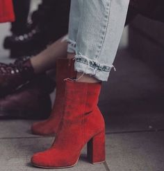 How to Wear Red Boots According to Fashion Girls Pretty Shoes, Cute Shoes, Me Too Shoes, Fashion Moda, Fashion Shoes, London Fashion, Fall Fashion, Sock Shoes, Shoe Boots