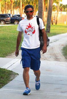 前日に続いて人気ゲームキャラ、クッパのイラスト入りTシャツを着て球場入りしたイチロー=ジュピター(撮影・小林信行)