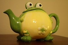 OMG I love this frog teapot!
