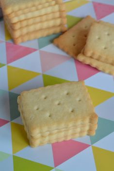 Petit beurre maison - Gisella P. Biscuit Cookies, Shortbread Cookies, Biscuit Recipe, Cupcake Cookies, Cupcakes, Look And Cook, Food Tags, Cake & Co, Tea Cakes