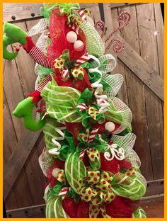 3....2....1... christmas crafts to sell bazaars Tardisblau 18+ Christmas Crafts To Sell Bazaars 2020 Mesh Christmas Tree, Cute Christmas Ideas, Elf Christmas Decorations, Beautiful Christmas Trees, Christmas Holidays, Tomato Cage Crafts, Tomato Cages, Christmas Crafts To Sell Bazaars, Diy Weihnachten