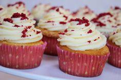 Vanilla cupcakes with white chocolate ganache icing