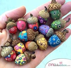 DIY ideas for autumn decoration with acorns - decoupage technique . - DIY ideas for autumn decoration with acorns – decoupage technique – - Kids Crafts, Diy And Crafts, Craft Projects, Arts And Crafts, Kids Nature Crafts, Pine Cone Crafts For Kids, Craft Ideas For The Home, Men Crafts, Adult Crafts