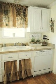 Burlap Kitchen Curtains ~ What a fab idea for a vintage country / rustic theme!I love this kitchen. Cozinha Shabby Chic, Shabby Chic Kitchen, Country Farmhouse Decor, Country Kitchen, Farmhouse Ideas, Farmhouse Style, White Farmhouse, Country Chic, Rustic Kitchen