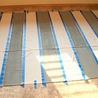DIY painted drop cloth curtains shhhh nobody will ever know, bedroom ideas, home … - DIY projects Porch Curtains, Outdoor Curtains, Hang Curtains, Drop Cloth Projects, Painted Curtains, Canvas Drop Cloths, Paint Drop, My Pool, H & M Home